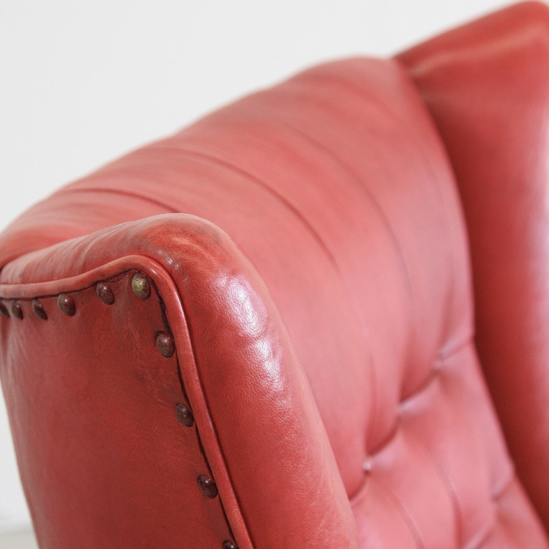 papa-bear-chair-hans-j-wegner-red-leather-footstool-space-and-chrome-vintage-detail