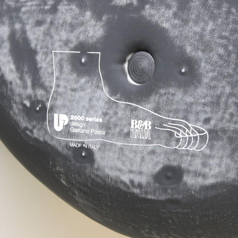 gaetano-pesce-up7-seat-b&bitalia-vintage-design-space-and-chrome-label