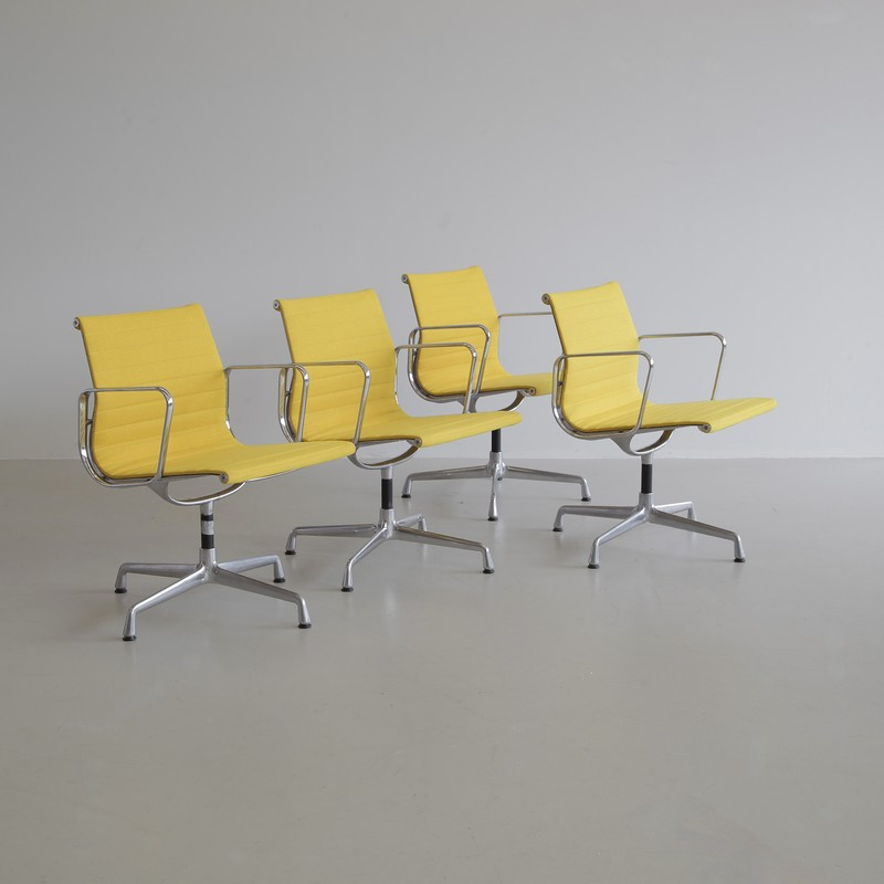SET of 4 Charles & Ray EAMES Aluminium Office Chairs (108)