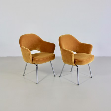 Pair of Eero SAARINEN Conference Chairs, Knoll International