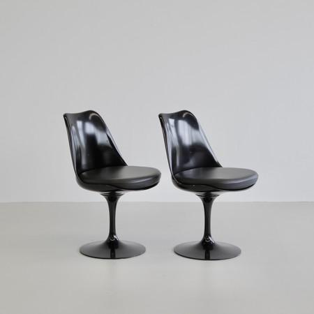 PAIR of Eero SAARINEN revolving Tulip Chairs, Knoll International